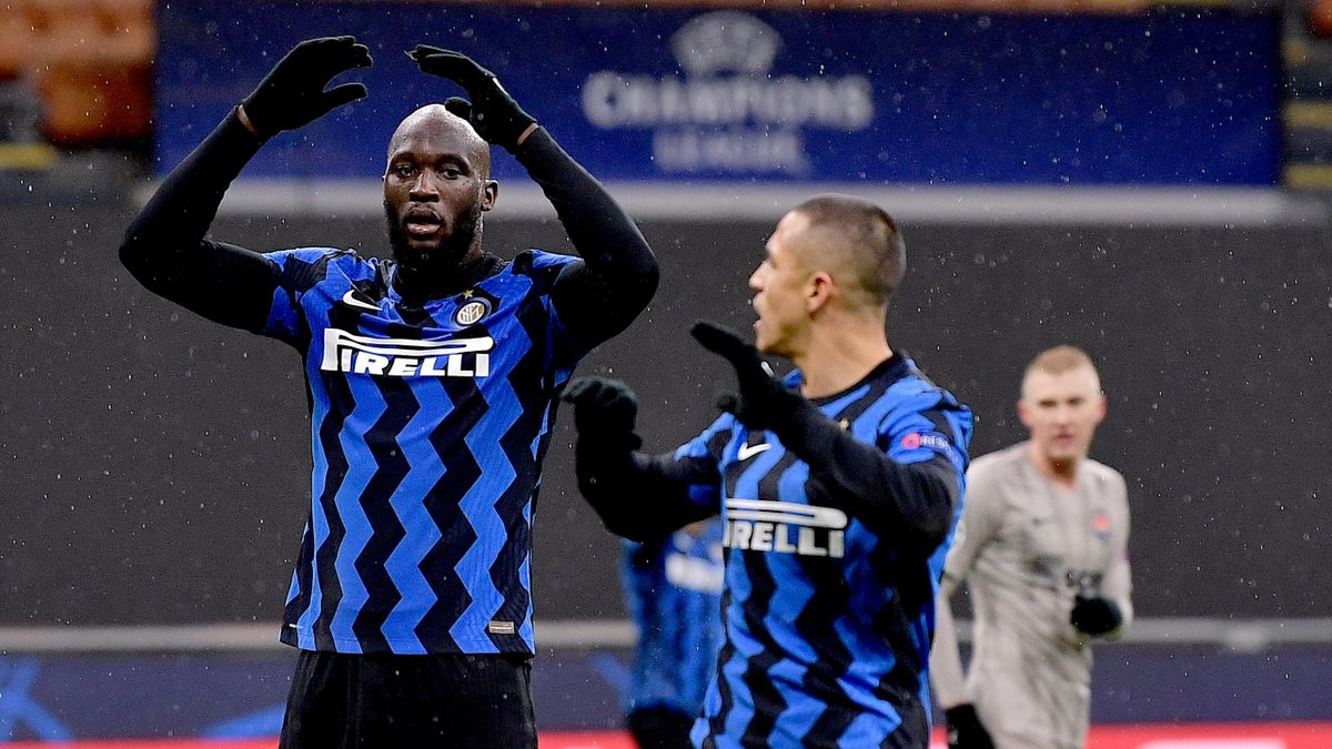 Romelu Lukaku of FC Internazionale looks dejected during the UEFA Champions League Group B stage match between FC Internazionale and Shakhtar Donetsk at Stadio Giuseppe Meazza on December 9, 2020 in Milan, Italy.