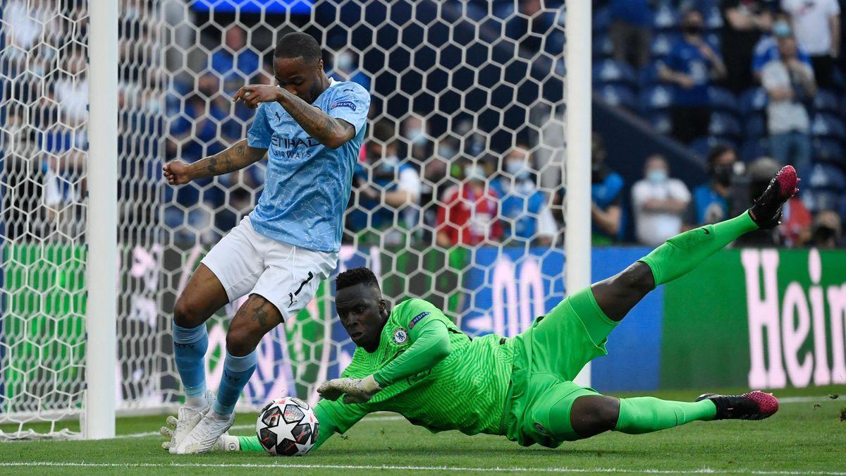 Raheem Sterling et Edouard Mendy lors de la finale de la Ligue des champions entre Manchester City et Chelsea