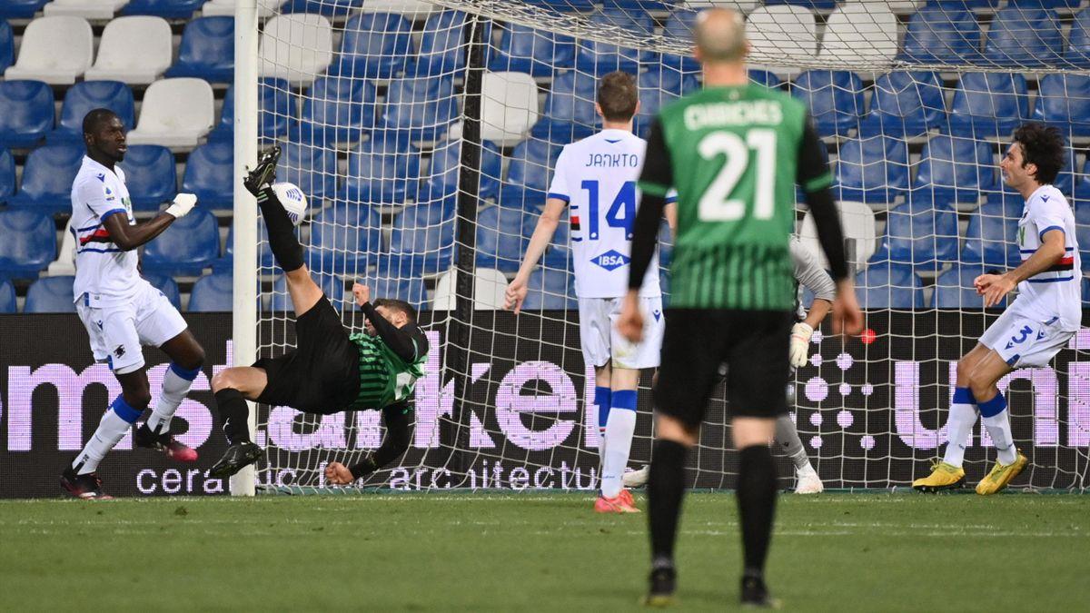 Berardi con un gol in rovesciata in Sassuolo-Sampdoria - Serie A 2020/2021 - Imago pub not in FRA