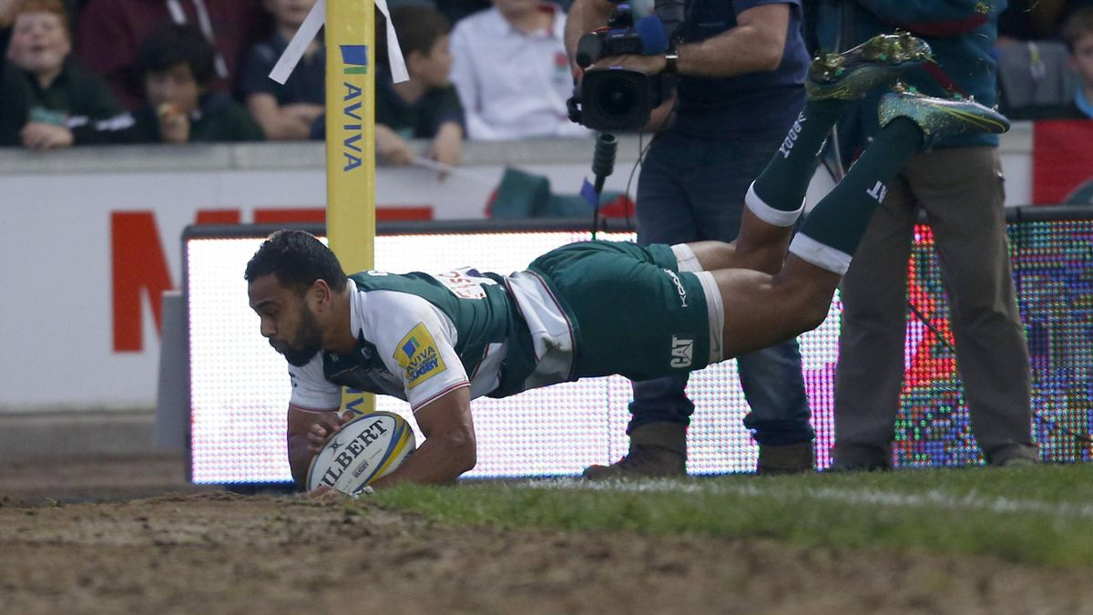 Telusa Veainu scores a try for Leicester Tigers
