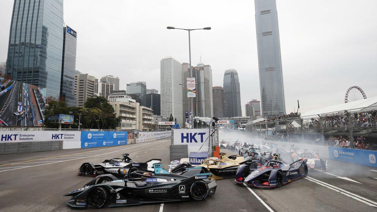Oliver Rowland (Nissan) et Stoffel Vandoorne (HWA) en Formule E à l'EPrix de Hong Kong 2019