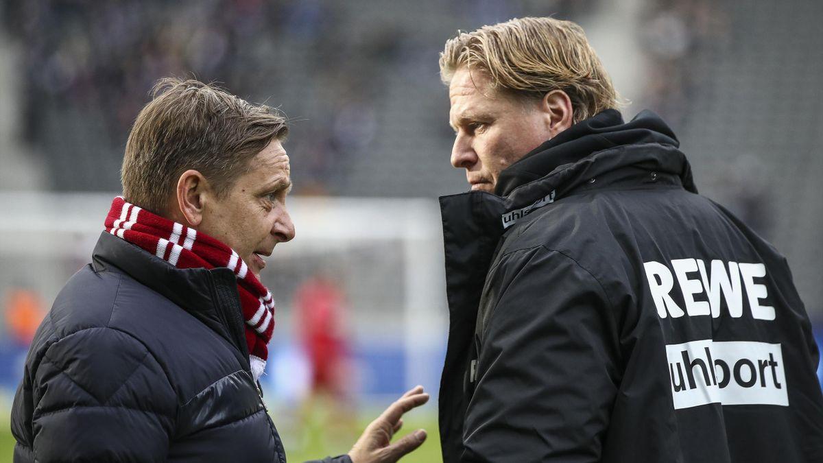Kölns Sport-Geschäftsführer Horst Heldt (links) im Gespräch mit Trainer Markus Gisdol
