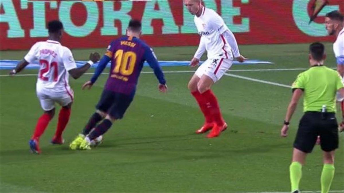 Messi, durante la jugada del penalti.