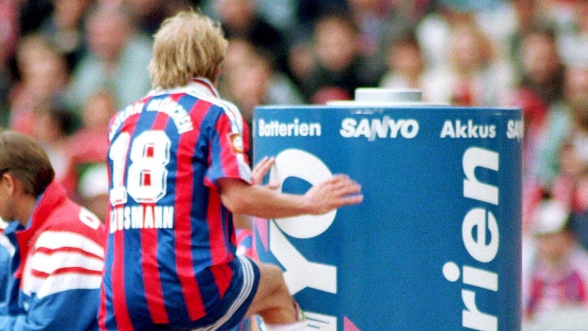 Jürgen Klinsmann (FC Bayern) bei seinem legendären Tonnentritt 1997