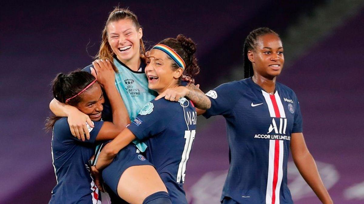 Perle Morroni, Nadia Nadim et Marie-Antoinette Katoto après la qualification du PSG contre Arsenal en Ligue des champions féminine le 22 aoùut 2020