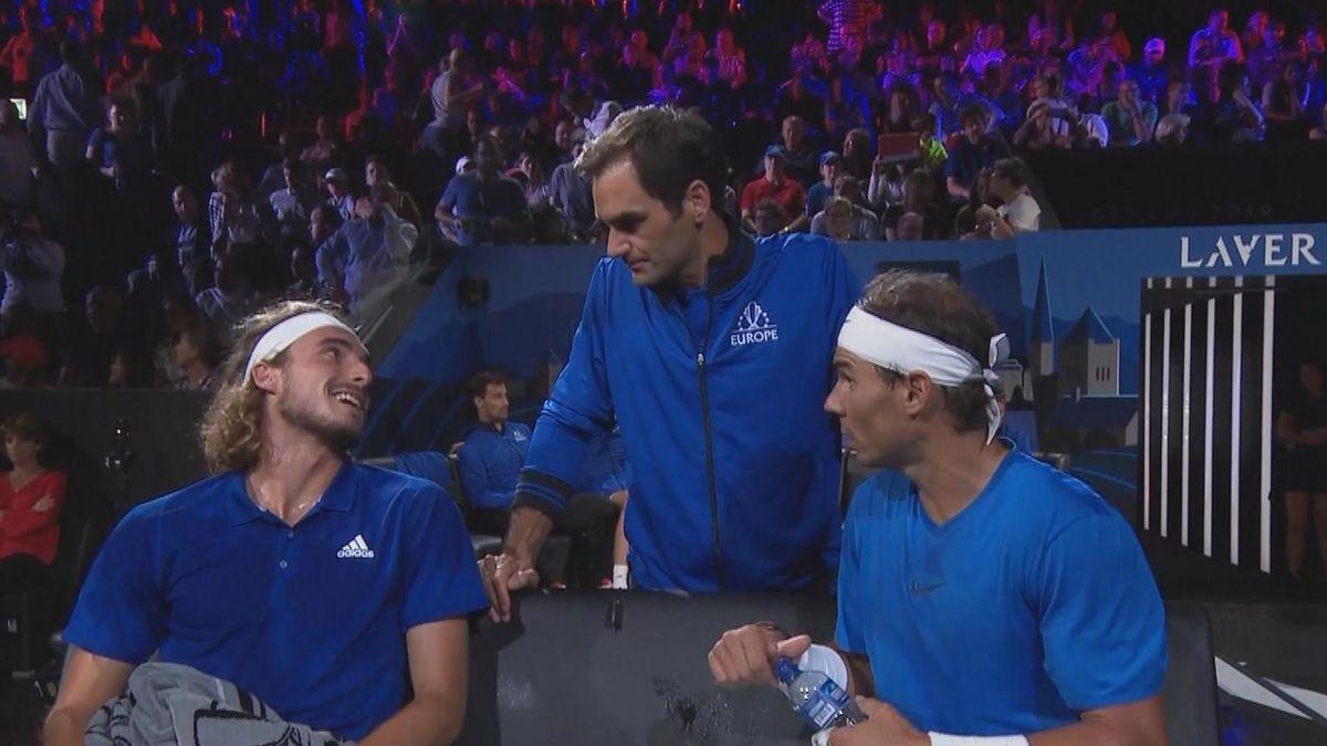 Roger Federer coaching doubtfull Stefanos Tsitsipas during double