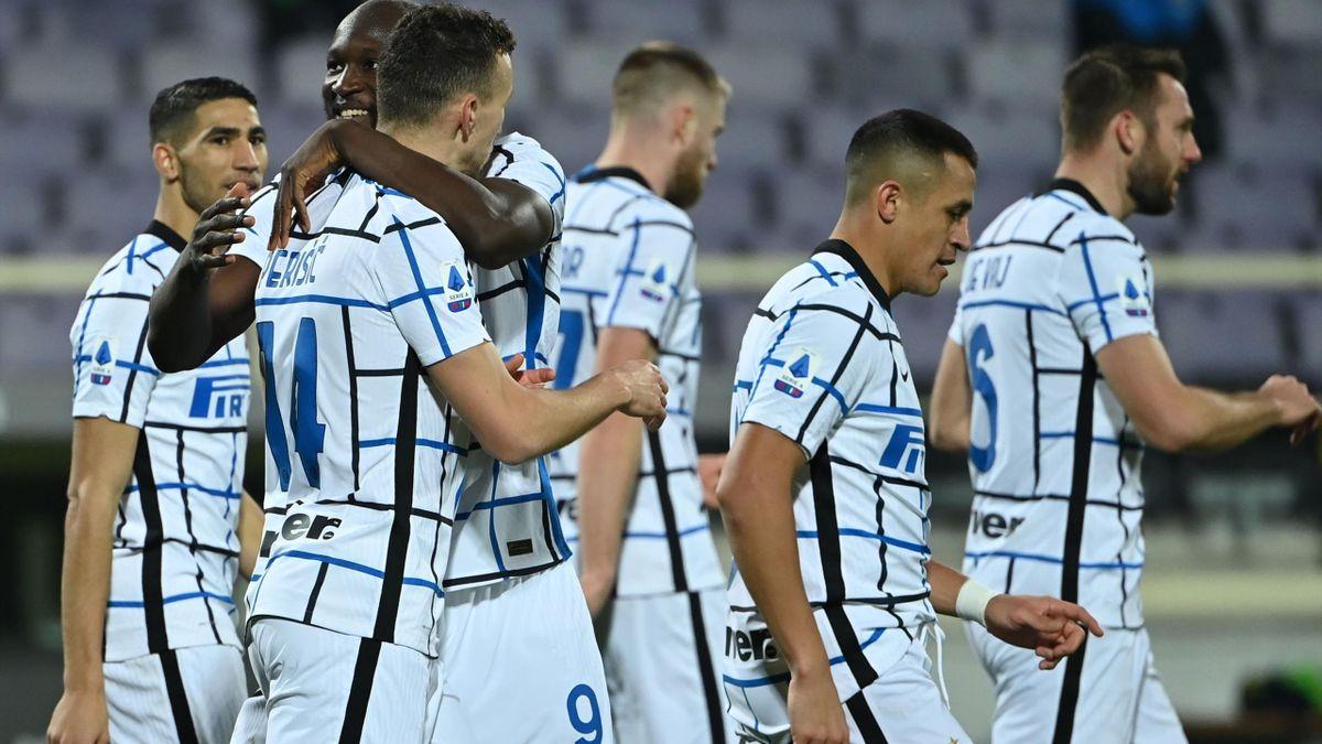 L'esultanza dell'Inter dopo il gol di Perisic, Fiorentina-Inter