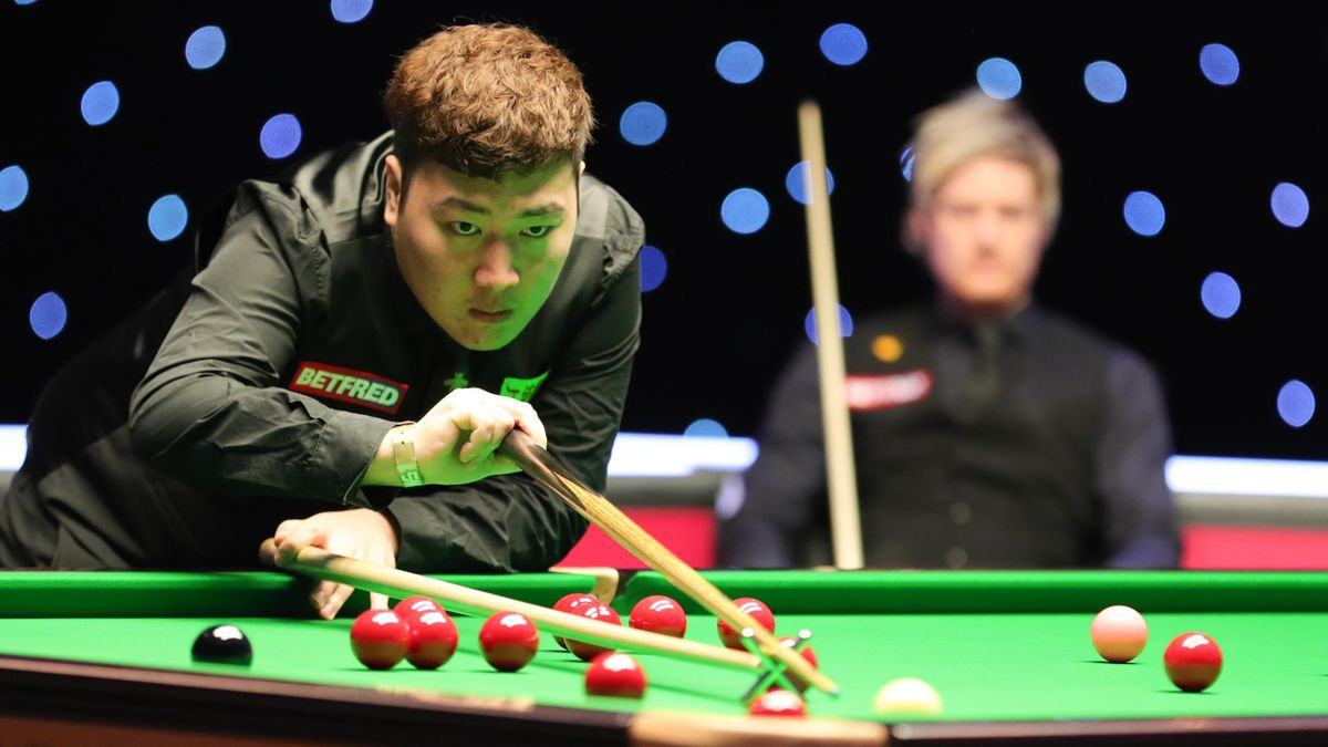 Yan Bingtao and Neil Robertson