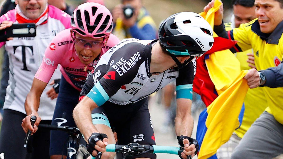 Egan Bernal sul podio dello Zoncolan con la maglia rosa - Giro d'Italia 2021