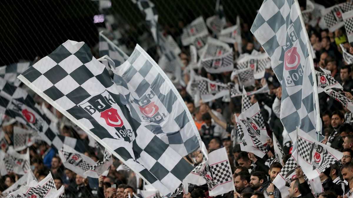 Beşiktaş taraftarı Vodafone Arena'da takımını destekliyor
