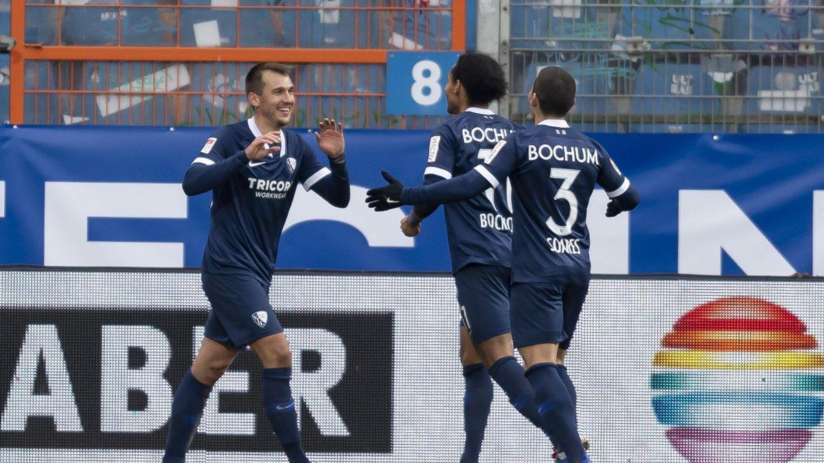 Robert Tesche vom VfL Bochum feiert seinen Treffer