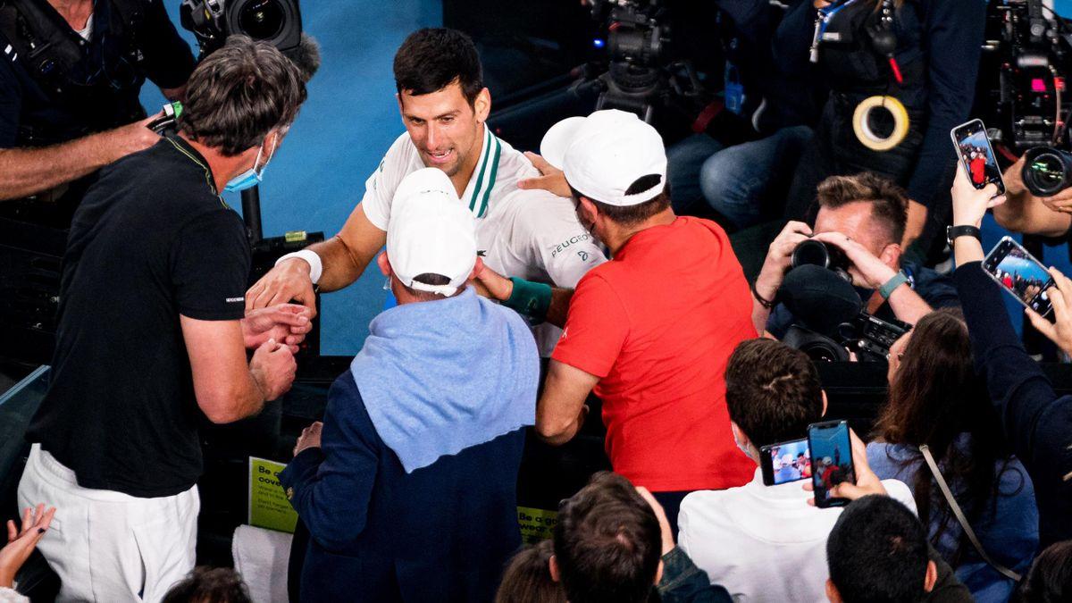 Novak Djokovic feierte den Australian-Open-Titel mit seinem Team