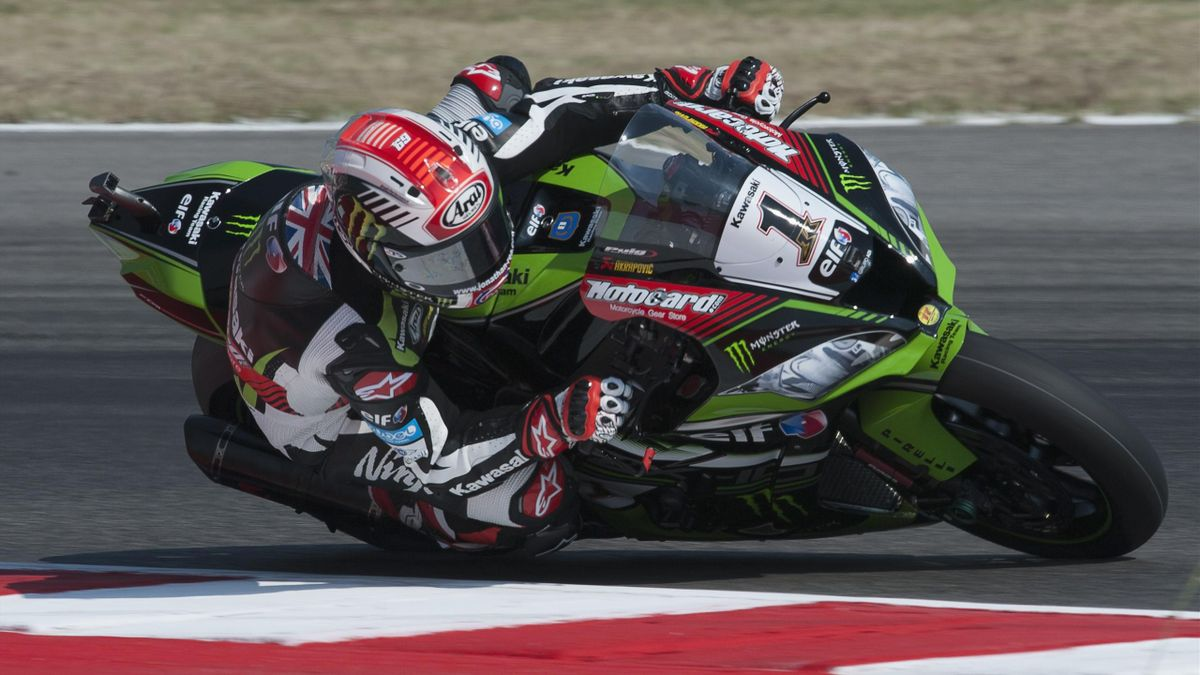 Jonathan Rea of Great Britain and KAWASAKI RACING TEAM rounds the bend during the FIM Superbike World Championship - Free Practice at Misano World Circuit on June 16, 2017 in Misano Adriatico, Italy