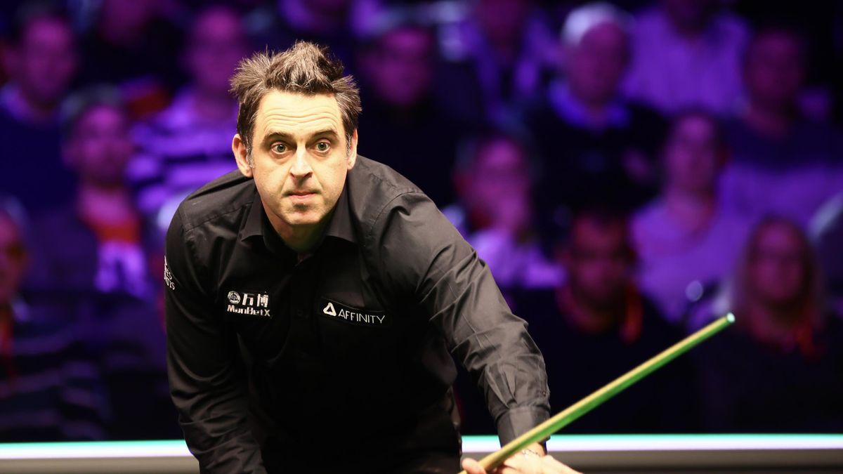 Ronnie O'Sullivan on cusp of sixth world title after dominant display