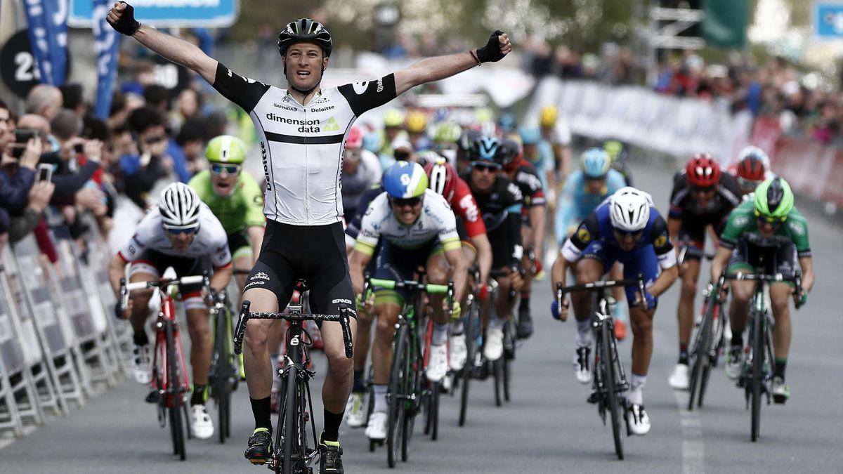 Stephen Cummings, ganador de la etapa de la Vuelta al País Vasco