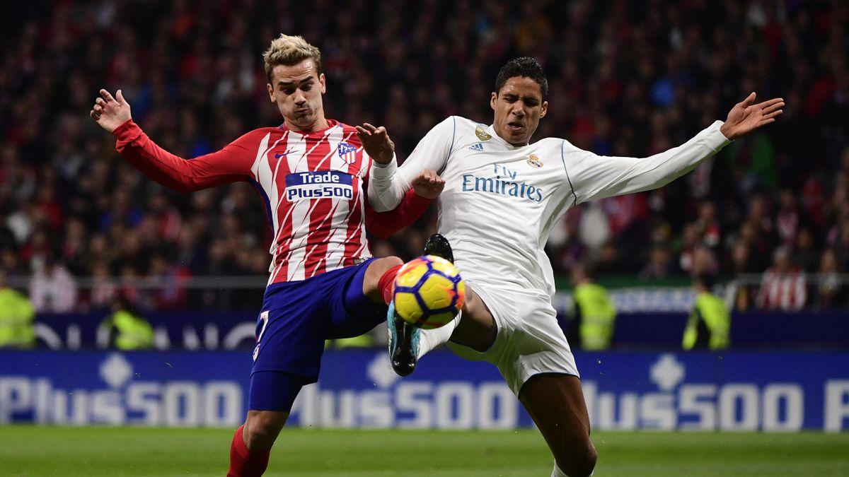 Antoine Griezmann et Raphael Varane lors du derby Atlético Madrid - Real Madrid, 2017