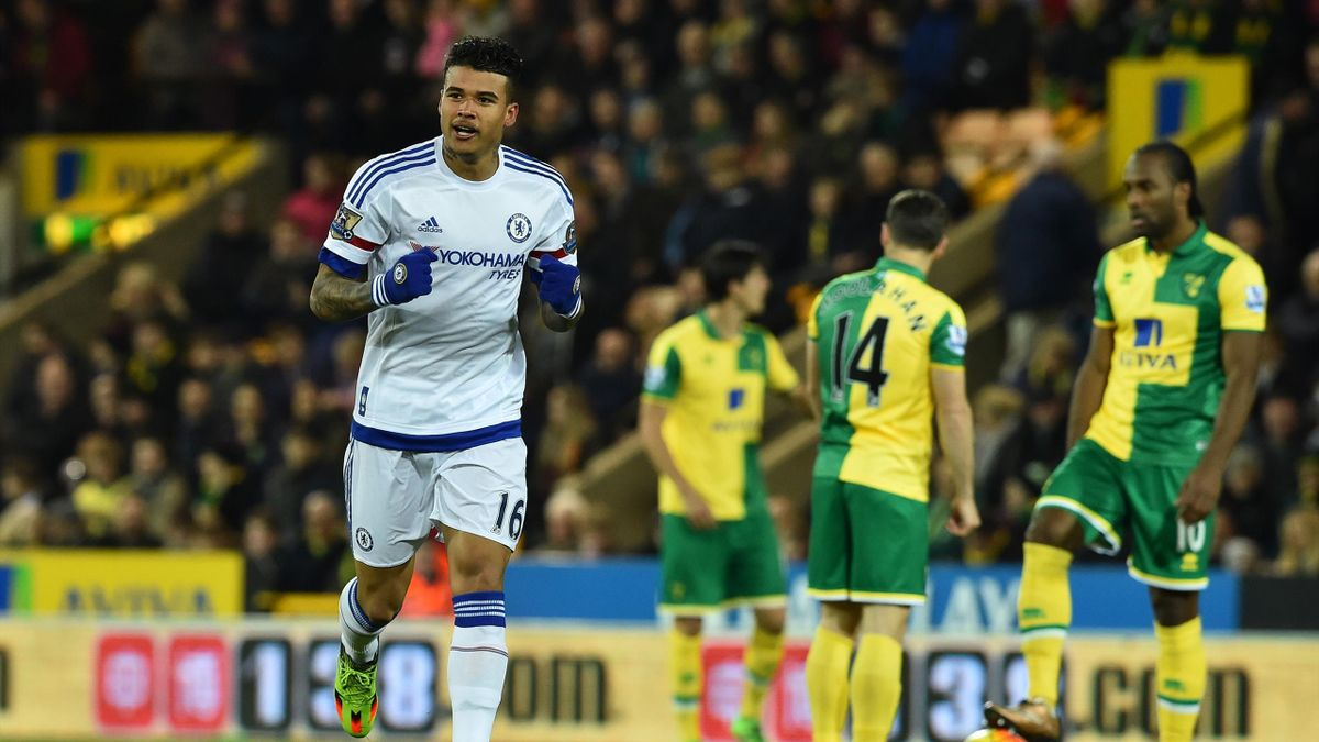 Chelsea's Brazilian striker Kenedy (L) celebrates scoring the opening goal in the first minute of the English Premier League football match between Norwich City and Chelsea at Carrow Road in Norwich, eastern England, on March 1, 2016