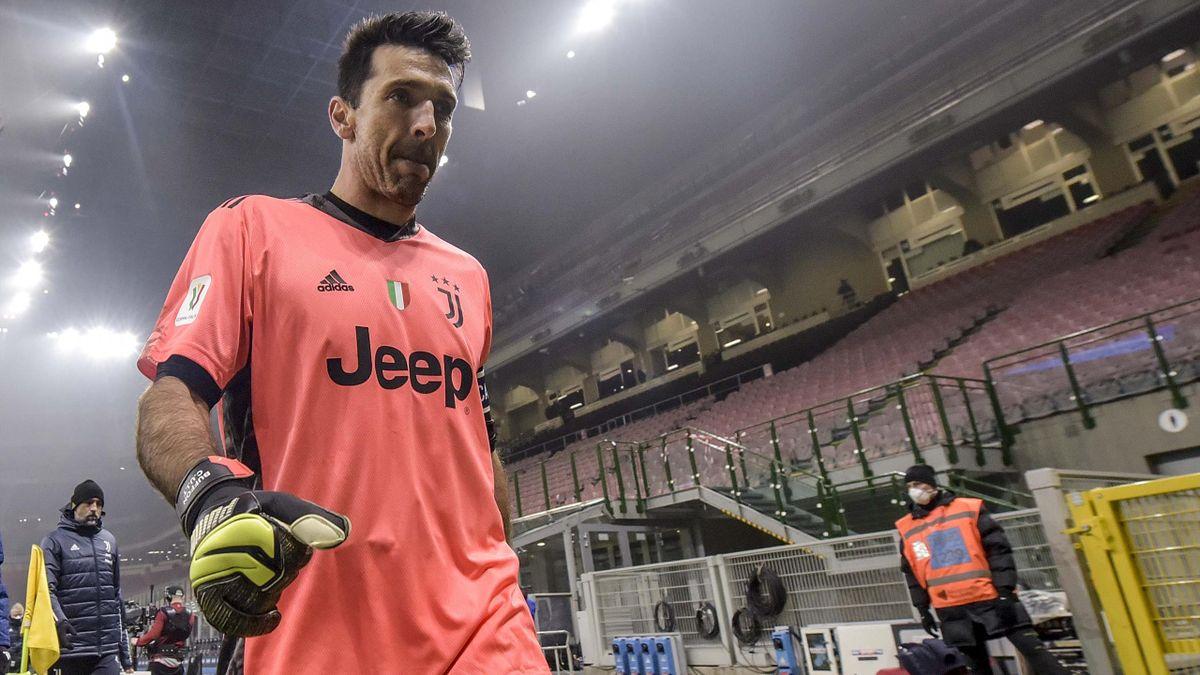 Gianluigi Buffon lors de la demi-finale aller de Coupe d'Italie contre l'Inter.
