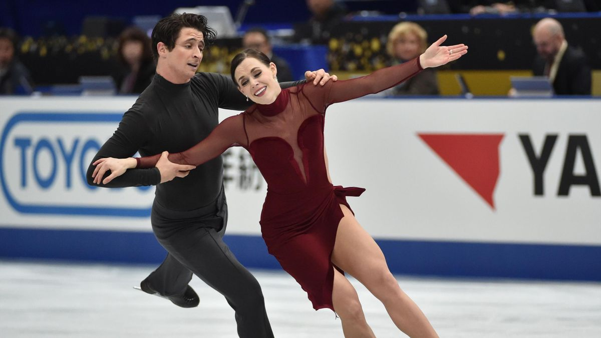 Tessa Virtue and Scott Moir of Canada perform during the ice dance free dance of the Grand Prix of Figure Skating 2017/2018 NHK Trophy in Osaka, November 12, 2017.