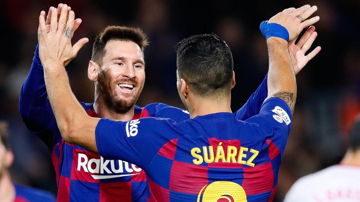 Lionel Messi et Luis Suarez se congratulent, le 7 décembre 2019 lors d'un match entre le FC Barcelone et Majorque.