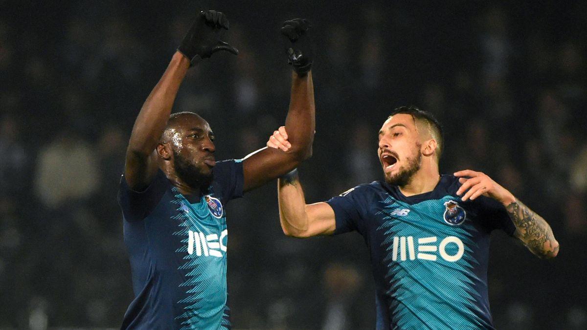 Moussa Marega (l.) vom FC Porto und Mitspieler Alex Telles