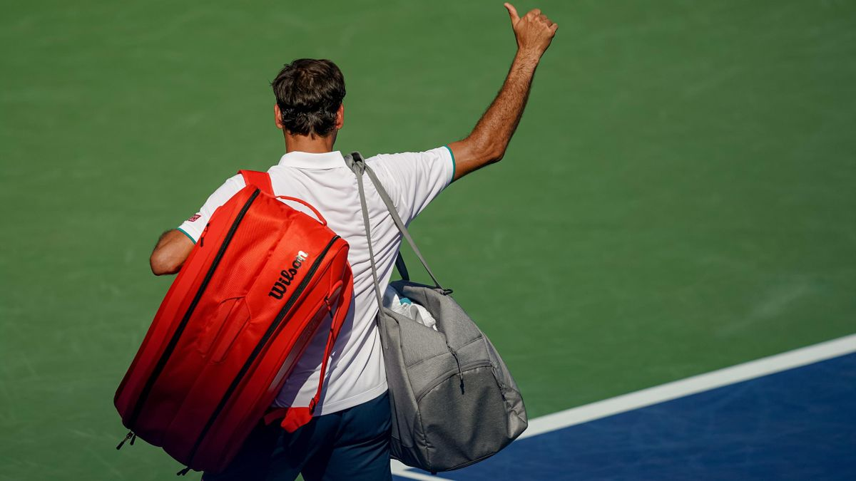CINCINNATI, OH - AUGUST 15: Roger Federer of Switzerland salutes the crowd after losing to Andrey Rublev of Russia (not pictured) during the Western & Southern Open at Lindner Family Tennis Center on August 15, 2019 in Mason, Ohio. (Photo by Adam Lacy/Ico