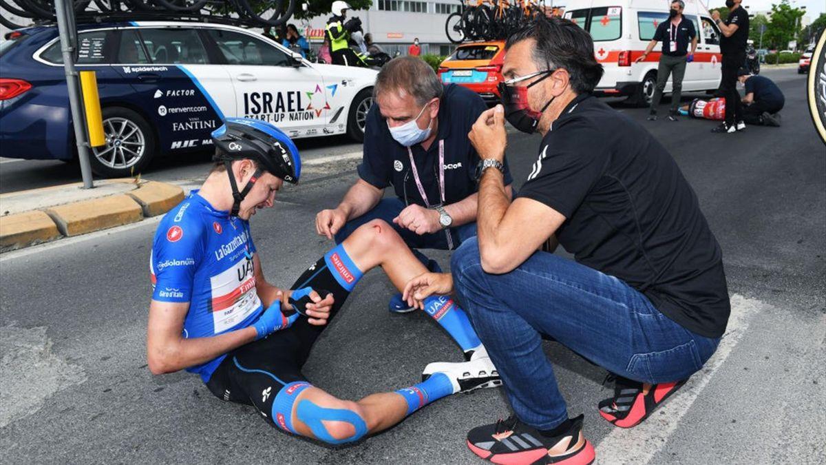 Joe Dombrowski dopo la caduta a Cattolica - Giro d'Italia 2021