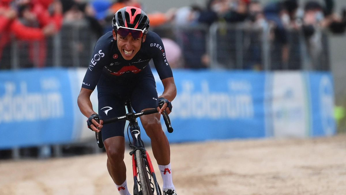 Egan Bernal sul traguardo di Campo Felice dopo lo sterrato - Giro d'Italia 2021 - Imago pub not in FRA
