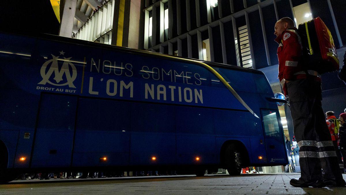 Le bus de l'OM arrivant au Vélodrome
