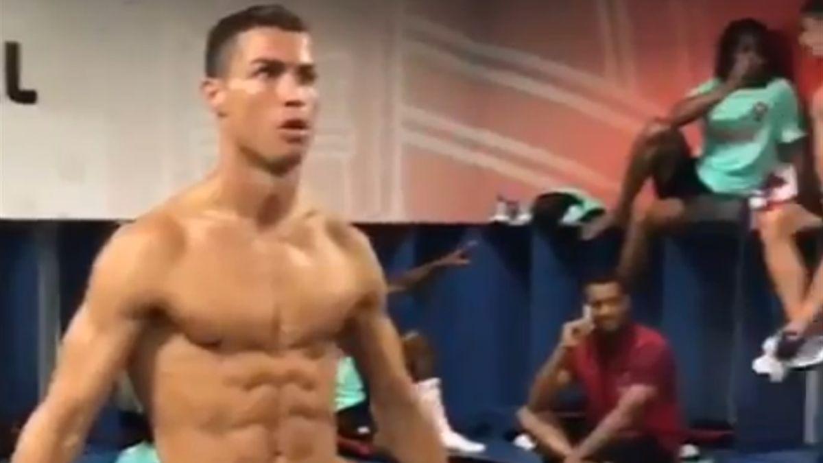 Ronaldo Mannequin Challenge