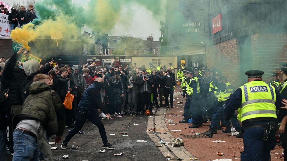 Chaotische Szenen in Manchester: United-Fans stürmen Old Trafford