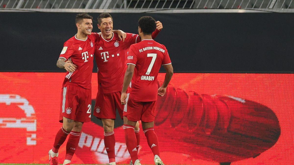 Robert Lewandowski (C) of Muenchen celebrates his team's second goal