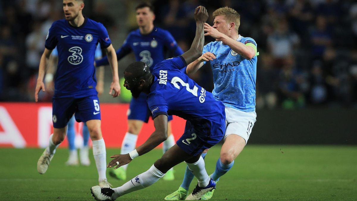 Antonio Rüdiger (FC Chelsea, l.) und Kevin de Bruyne (Manchester City, r.) beim Champions League Finale 2021