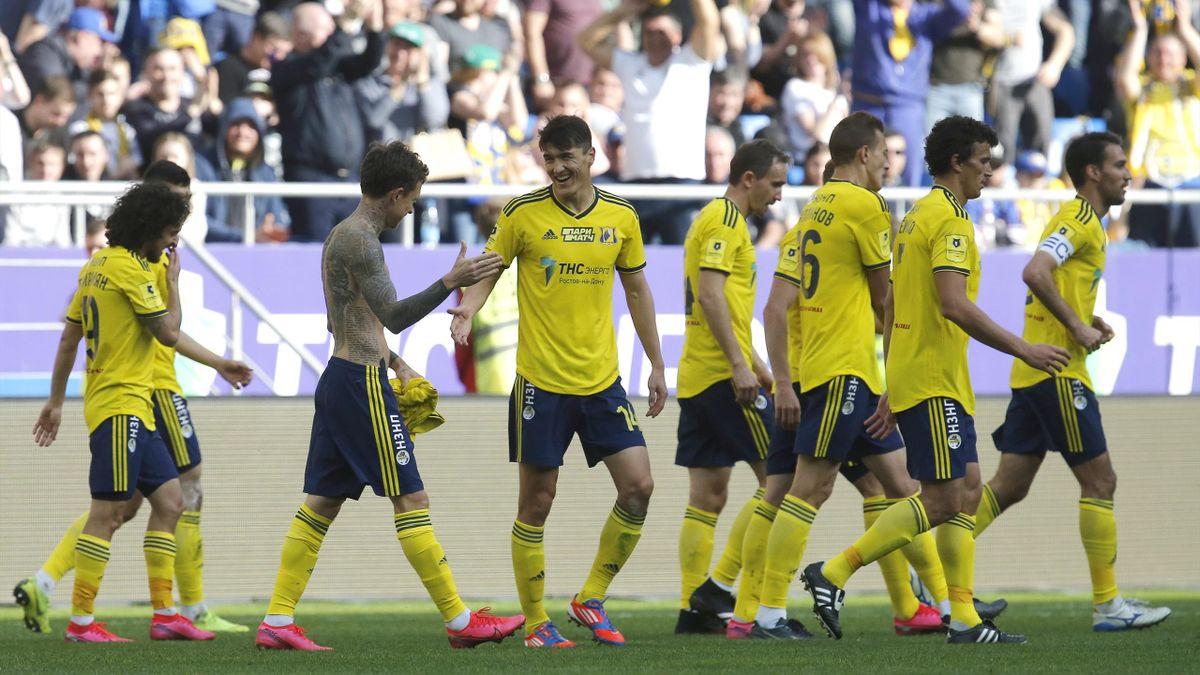 Павел Мамаев и «Ростов» празднуют победный гол в матче с ЦСКА