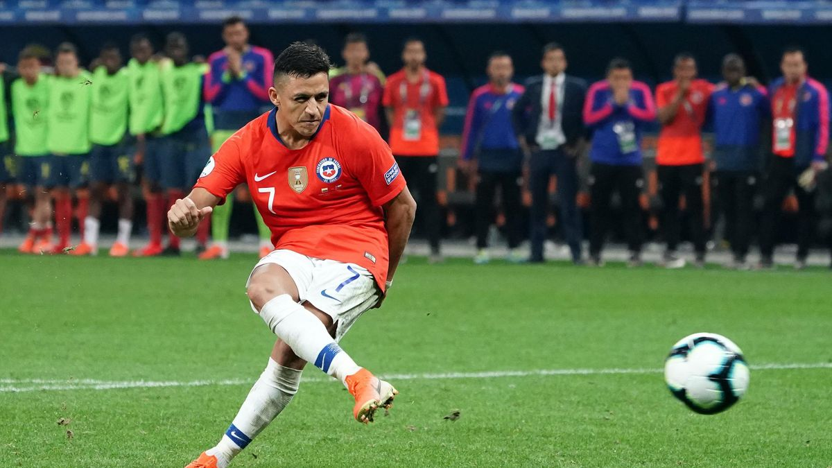 Alexis Sanchez of Chile takes a penalty kick during the Copa America Brazil 2019 quarterfinal match between Colombia and Chile at Arena Corinthians on June 28, 2019 in Sao Paulo, Brazil.