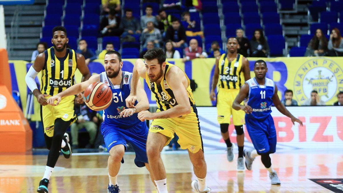 Fenerbahçe Doğuş, Tahincioğlu Basketbol Süper Ligi maçında Demir İnşaat Büyükçekmece ile Ülker Spor ve Etkinlik Salonu'nda