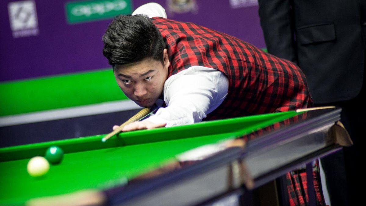 Yan Bingtao is through to the last eight.
