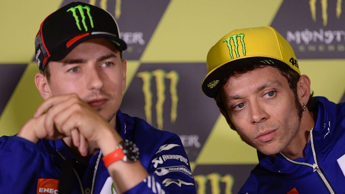 Valentino Rossi e Jorge Lorenzo insieme in conferenza stampa al GP Catalunya nel 2016 - Getty Images