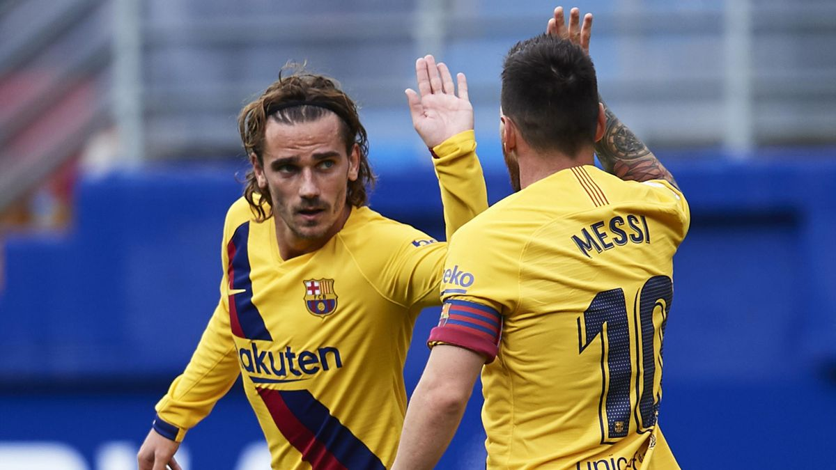 EIBAR, SPAIN - OCTOBER 19: Lionel Messi of FC Barcelona celebrates after scoring a goal with Antoine Griezmann of FC Barcelona during the Liga match between SD Eibar SAD and FC Barcelona at Ipurua Municipal Stadium on October 19, 2019 in Eibar, Spain. (Ph