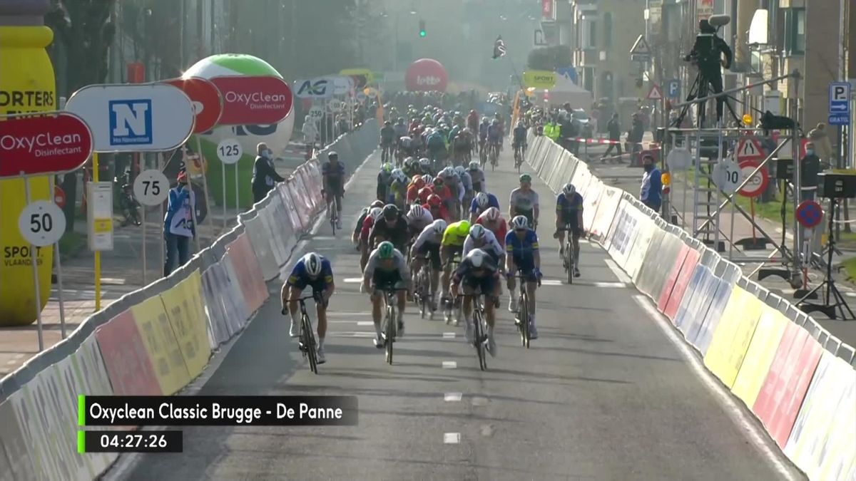 Highlights: Bennett sprints to victory at Brugge-De Panne