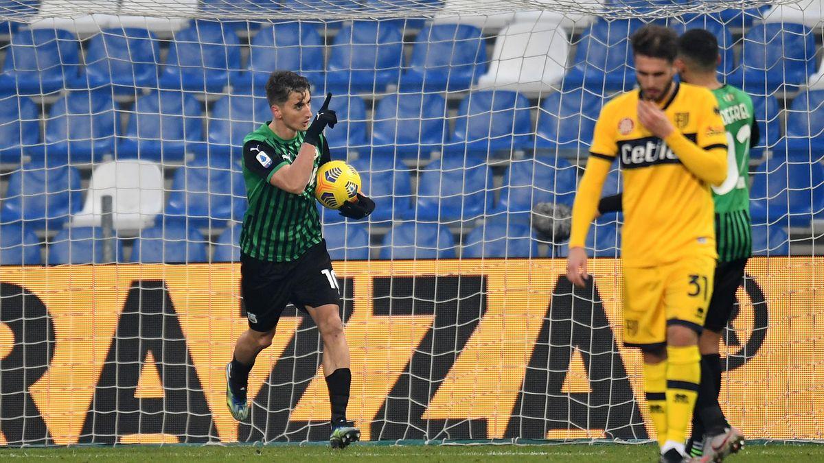 Filip Djuricic esulta dopo il rigore trasformato a tempi scaduto, Sassuolo-Parma, Serie A 2020-21, Getty Images