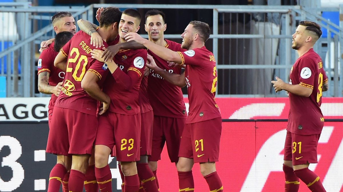 Federico Fazio of AS Roma celebrates his first goal during the Serie A match between Brescia Calcio and AS Roma at Stadio Mario Rigamonti on July 11, 2020 in Brescia, Italy.