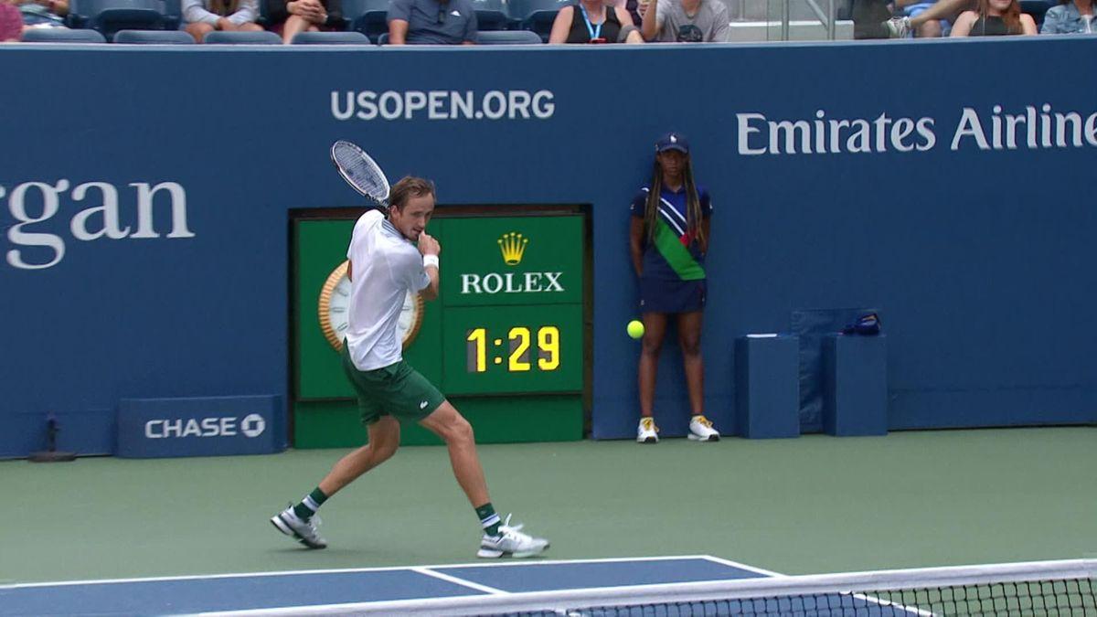 US Open  Medvedev speelt met tegenstander, maakt drie dropshots in een rij