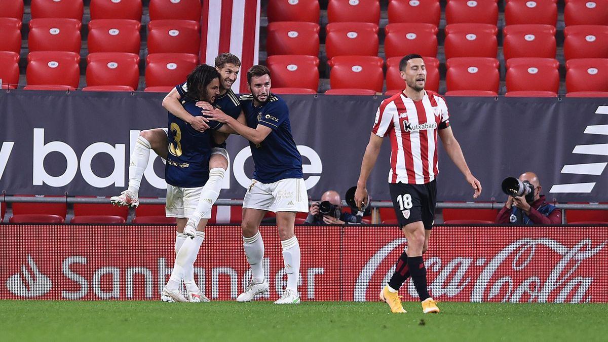 Los jugadores de Osasuna celebran el gol de Darko Brasanac