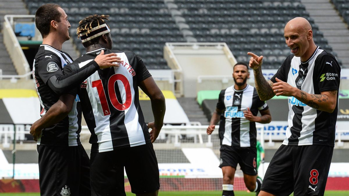 Allan Saint-Maximin of Newcastle United FC (10) celebrates with teammates after scoring the opening goal with Jonjo Shelvey (R) and Javier Manquillo