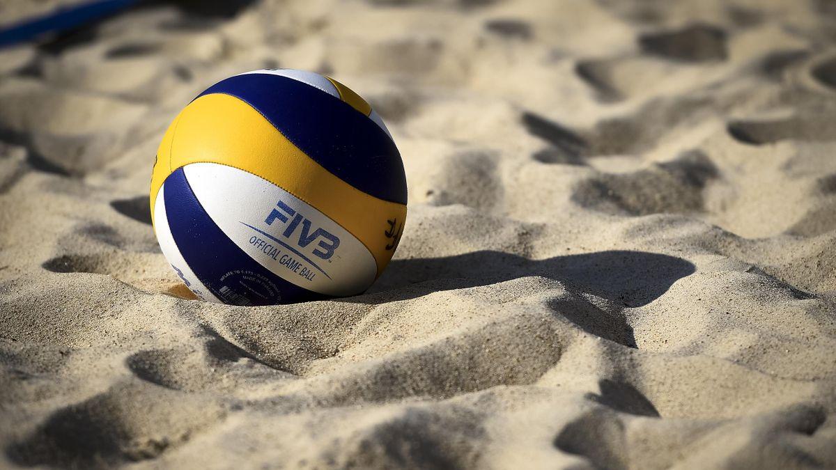 Мяч для игры в пляжный волейбол