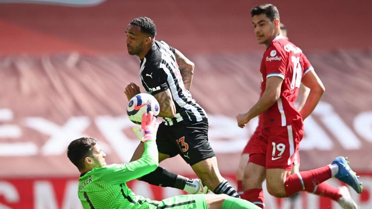 Una parata in uscita di Alisson - Liverpool-Newcastle Premier League 2020-21