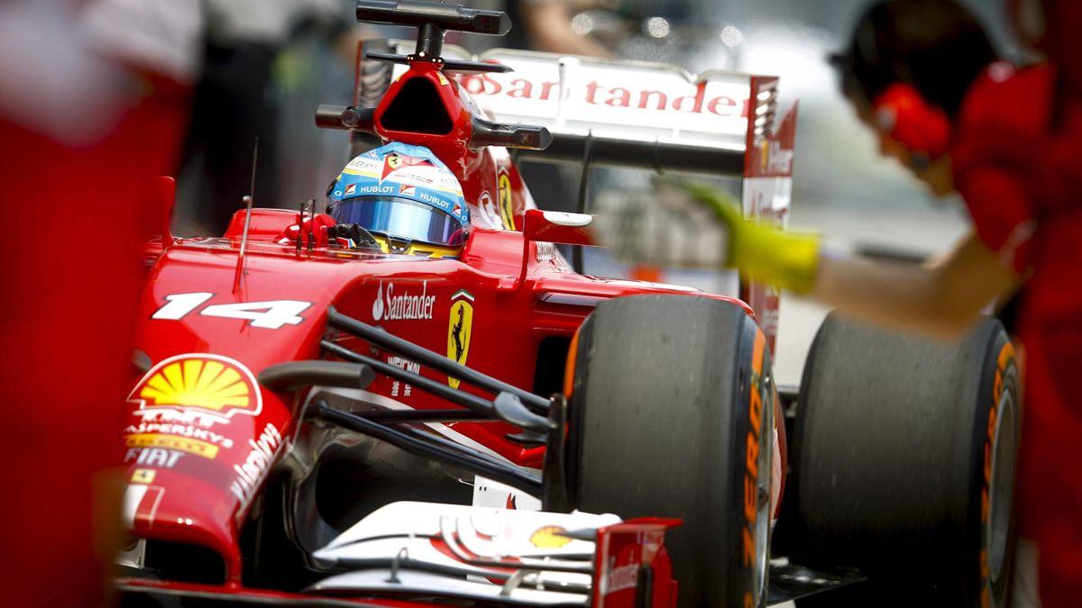 Fernando Alonso (Ferrari) entrando a boxes durante el Gran Premio de Malasia 2014