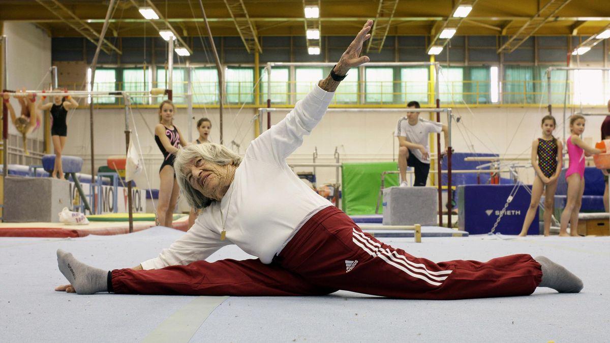 2016 : A 95 ans, Agnes Kelety faisait encore le grand écart dans un cours de gymnastique à Budapest.