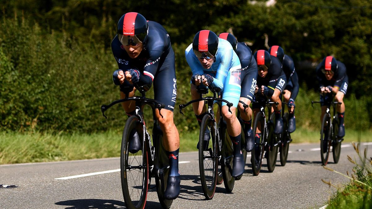 Ethan Hayter of United Kingdom turquoise points jersey, Rohan Dennis of Australia, Owain Doull of United Kingdom, Michal Kwiatkowski of Poland, Carlos Cano Rodriguez of Spain, Richie Porte of Australia and Team INEOS Grenadiers sprint during the 17th Tour